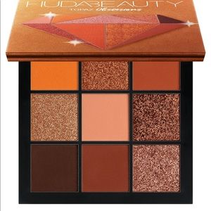 Huda Beauty eyeshadow palette new